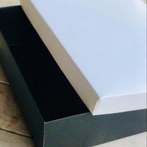 caja blanco y negra